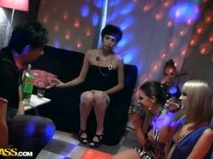 Brunett Sex Video Med Nicoline Yiki, Cosette Ibarra Och Sofie
