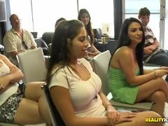 Nádherný Buxomický Latino Teenager Dostal Těžké Kývání