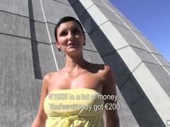 Racy Tjeckiska Gabrielle Gucci Suger Kuk På Allmän Plats